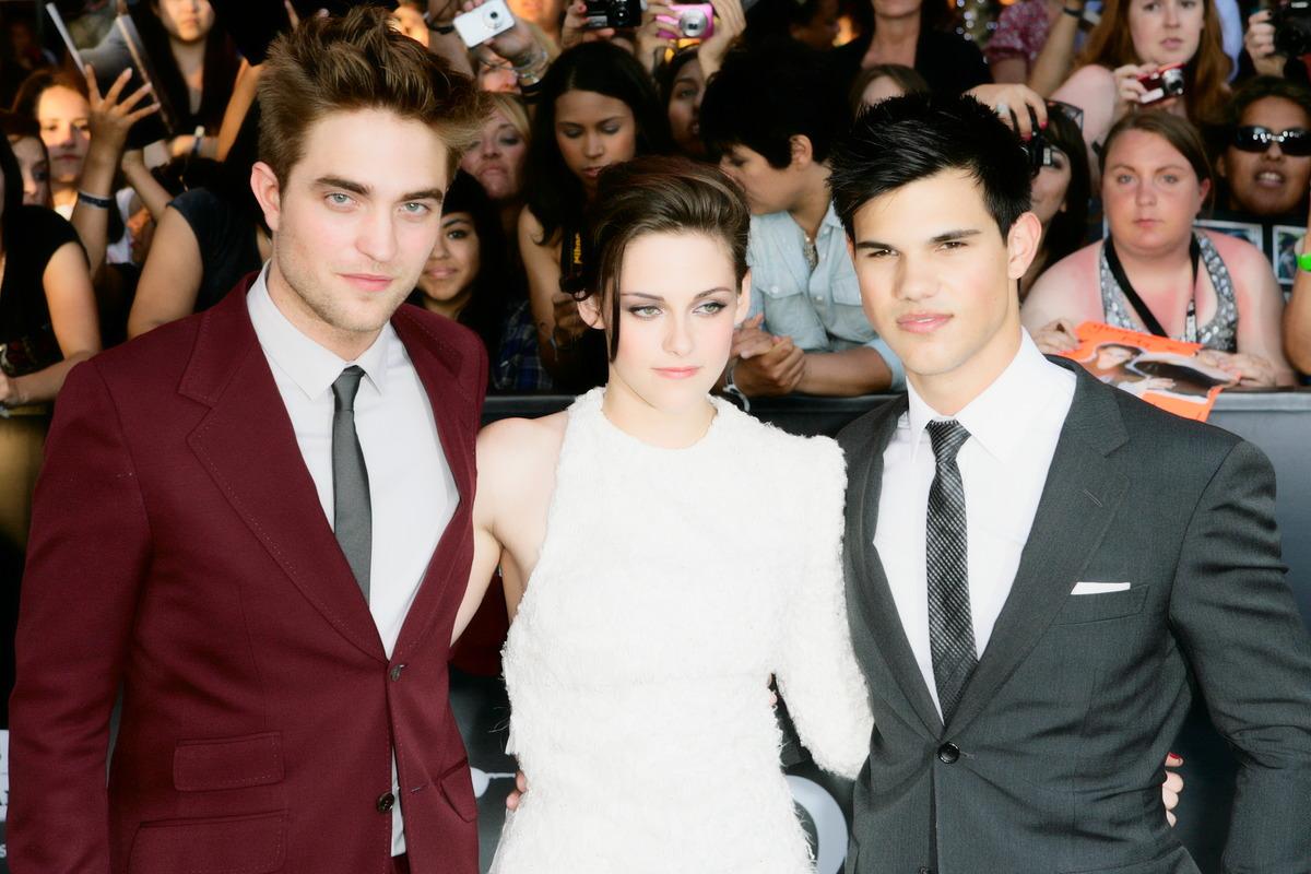 Robert Pattinson (L) Kristen Stewart (M) & Taylor Lautner (R)